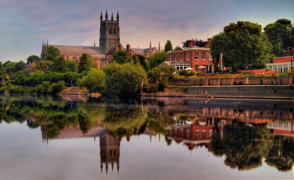 Worcester Cathedral on the banks of the river Severn