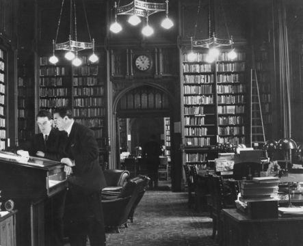 British Labour politician and newspaper proprietor Robert Maxwell (1923 - 1991) being shown around the House of Commons library by Tam Dayell before the opening of Parliament.