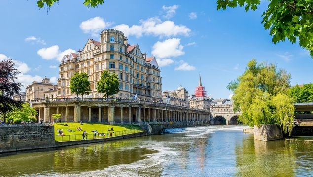 View of the Pulteney Bridge River Avon in Bath, England, United Kingdom