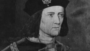 Circa 1480, King Richard III (1452 - 1485) wearing a chain of office and playing with a ring on his little finger. (Photo by Hulton ArchiveGetty Images)