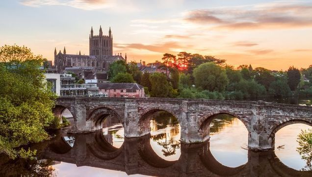 River Wye, Old Roman Bridge and Cathedral, Hereford, Herefordshire, England.