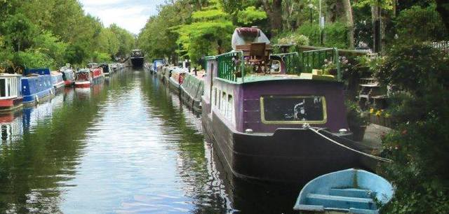 Life on the waterways - a vacation on London\'s canals.