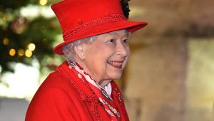 Thumb queen elizabeth christmas 2020 via getty