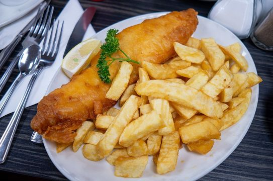 There\'s nothing like good auld fashioned British fish & chips.