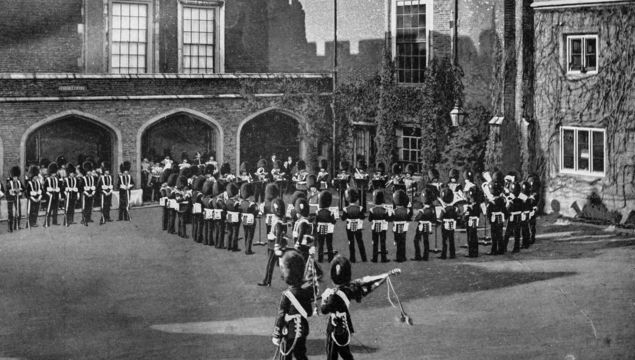 Antique London\'s photographs: Changing of the guard, St James Palace.