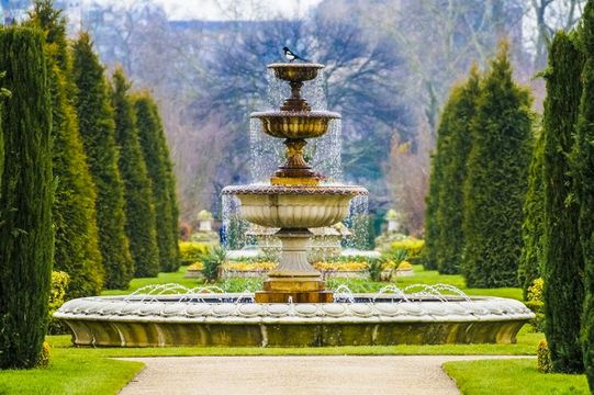 Elegant Fountain With Dripping Water in Regent\'s Park, London