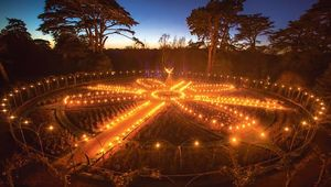 Thumb_blenhem-fire-garden-at-christmas