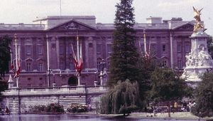 Thumb london buckingham palace 1985 via gerd eichmann cc