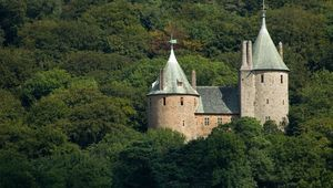 Thumb castle coch