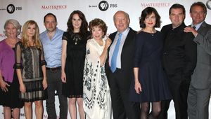 Thumb_downton-cast-with-julian-fellowes-1