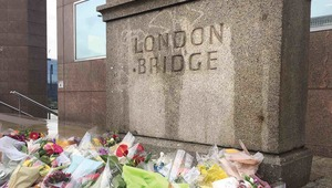 Thumb london bridge floral tributes