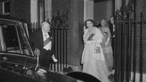 Thumb queen elizabeth   winston churchill 1950s