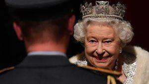 Thumb_queen_elizabeth_crown
