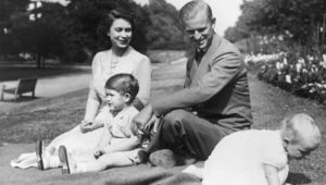 Princess Elizabeth and Prince Philip, Duke of Edinburgh with their two children, Prince Charles and Princess Anne in the grounds of Clarence House, London. (Photo by Fox Photos/Getty Images)