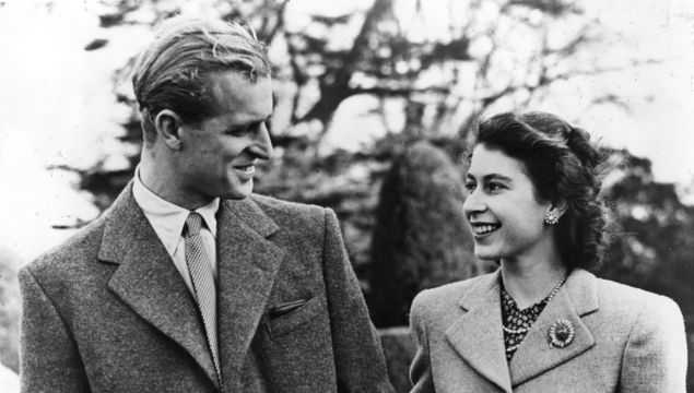 Official photograph of Princess Elizabeth and her husband on honeymoon at Broadlands, Romsey, Hampshire