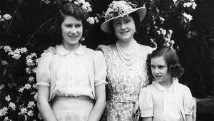 Queen Elizabeth with, on the left, her daughter Princess Elizabeth (later Queen Elizabeth II) and on the right Princess Margaret (1930 - 2002), in the garden at Windsor Castle during WW II. (Photo by Lisa Sheridan/Studio Lisa/Getty Images)