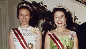 Thumb_queen_elizabeth_princess_anne