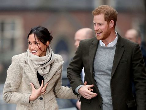 Prince Harry (R) and his fiancee Meghan Markle visit Reprezent 107.3FM on January 9, 2018 in London, England. The Reprezent training programme was established in Peckham in 2008, in response to the alarming rise in knife crime, to help young people develop and socialise through radio. (Photo by Chris Jackson/Getty Images)