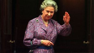 Thumb queen elizabeth 1993 rollingnews