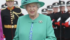 Thumb queen elizabeth green rollingnews