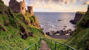 Thumb_dunluce_castle_got_matthew_woodhouse