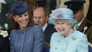Thumb_kate_and_the_queen
