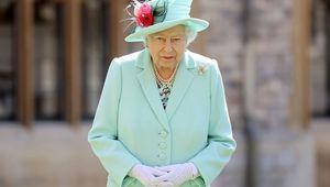 Thumb queen elizabeth gettyimages 1256694069