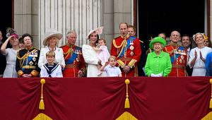 Thumb_royal_family__2_