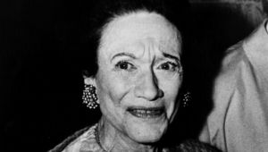 23rd September 1975: The Duchess of Windsor (nee Bessie Wallis Warfield) (1896 - 1986), dining with friends at the Paris nightclub Maxim\'s