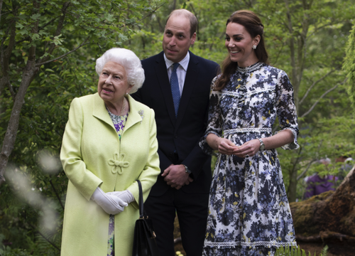 Queen Elizabeth II photographed with her grandson Prince William and the Duchess of Cambridge, Kate Middleton.