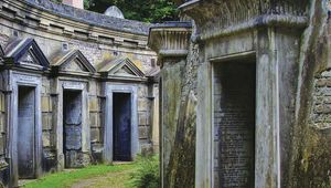 Thumb highgate cemetery  london getty