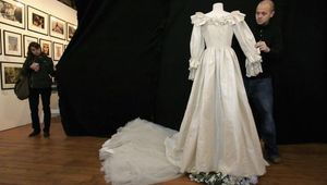 Princess Diana\'s wedding dress