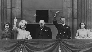 British prime minister Winston Churchill (1874 - 1965) (centre) with Queen Elizabeth, King George VI (1895 - 1952), Princess Elizabeth (left) and Princess Margaret Rose (1930 - 2002) waving from the balcony of Buckingham Palace during VE Day celebrations. (Photo by Reg Speller/Getty Images)