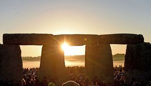 Visitors celebrate summer solstice and the dawn of the longest day of the year at Stonehenge on June 21, 2019 in Amesbury, England. Visitors and modern day druids gather at the 5,000 year old stone circle in Wiltshire to see the sunrise on the Summer Solstice dawn in a tradition dating back thousands of years. The solstice sunrise marks the start of the longest day of the year in the Northern Hemisphere. (Photo by Finnbarr Webster/Getty Images)