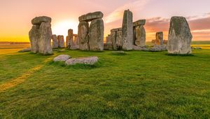 Thumb stonehenge is a prehistoric monument in wiltshire  england creative commons