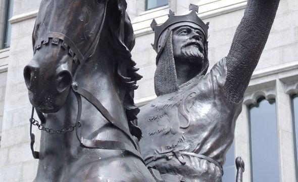 Statue of king Robert the Bruce in front of Marischal College, Aberdeen.