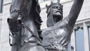 Statue of king Robert the Bruce in front of Marischal College, Aberdeen.