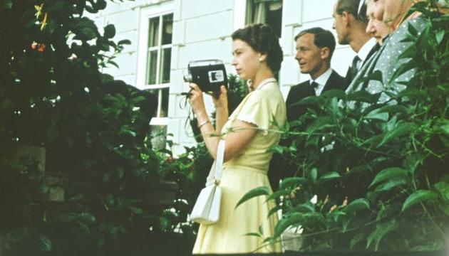 A still of Queen Elizabeth in \'The Queen Unseen\'
