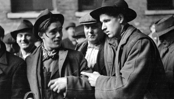 : Southwark horse dealers and barrow mongers trade on the street at the Elephant and Castle, South London. Original Publication: Picture Post - 4694 - Life At The Elephant - pub. 1949 (Photo by Bert Hardy/Picture Post/Hulton Archive/Getty Images)