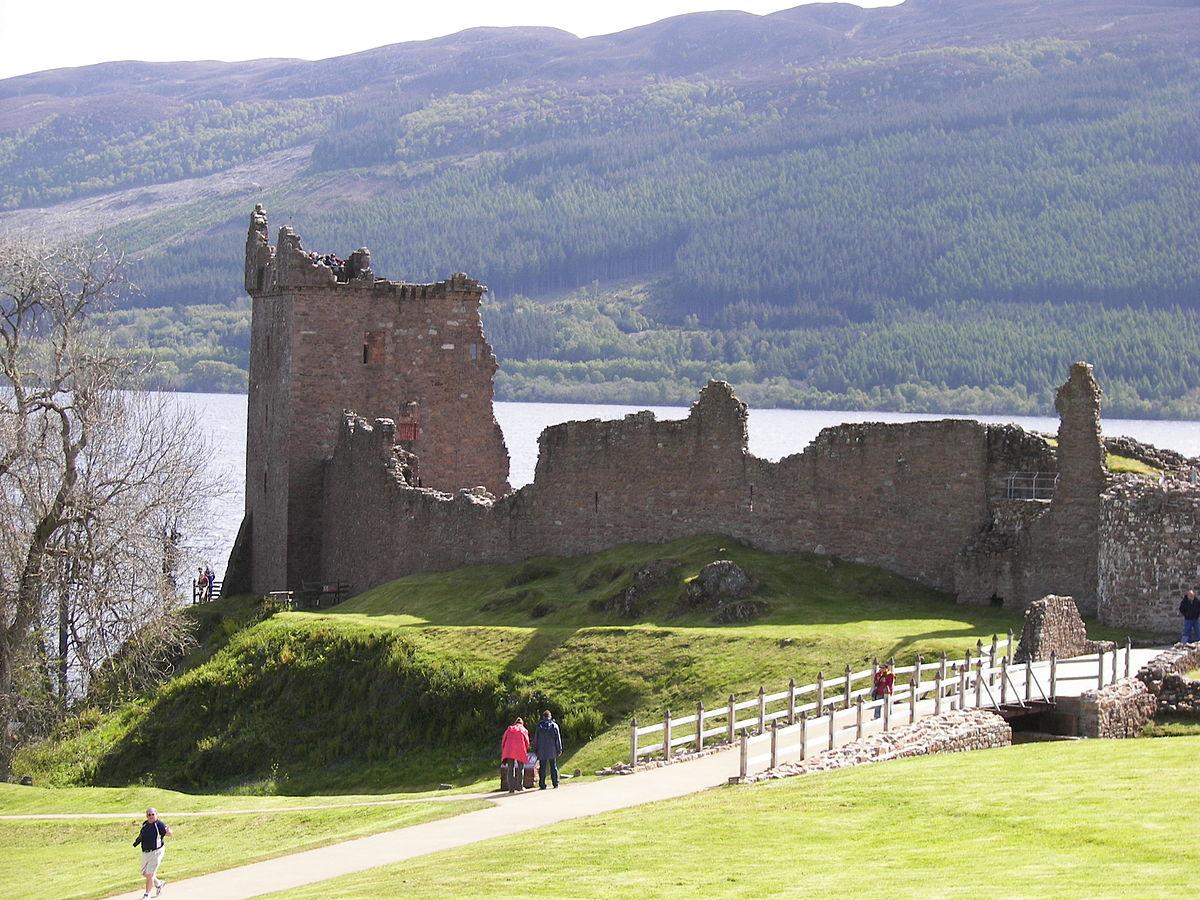 1200px urquhart castle distance 3