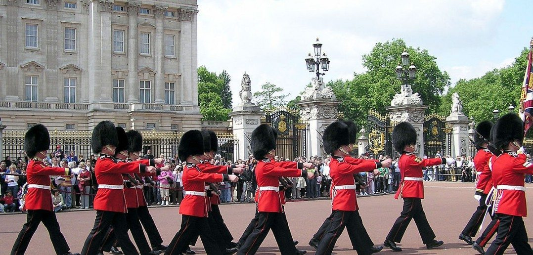 Licensed under Public Domain via Wikimedia Commons - http://commons.wikimedia.org/wiki/File:Buck.palace.soldiers.arp.jpg#mediaviewer/File:Buck.palace.soldiers.arp.jpg